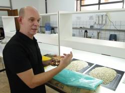 Professor Flávio Borém explica a necessidade de aprimorar as formas de armazenamento e exportação de cafés especiais