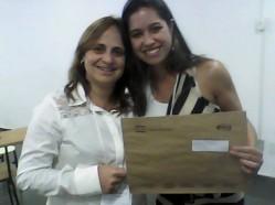 A coordenadora do evento, Denise Celeste Rodrigues, e a estudante Laise Vieira Gonçalves (bolsista Pibid/Biologia)