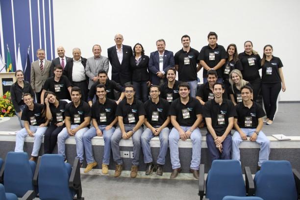 Professores, homenageados e a equipe organizadora do evento - estudantes do Terra Jr, PET Agronomia e Centro Acadêmico de Agronomia