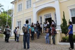 Estudantes estrangeiros visitam o museu Bi Moreira