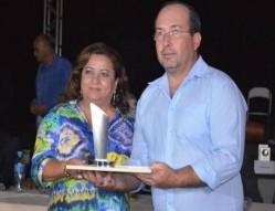 Professora Rosemary Pereira na cerimônia de encerramento do concurso estadual - UFLA e Polo de Qualidade do Café foram homenageados