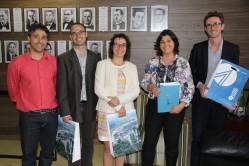 Reitora em exercício da UFLA, professora Édila Vilela de Resende Von Pinho recebe a delegação para desejar boas-vindas
