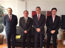 Na foto, o diretor-executivo do IBA, Haroldo Cunha, o reitor da UFLA professor Scolforo, o embaixador e diretor da ABC, Fernando de Abreu e o diretor-técnico do IBA, Gustavo Prado