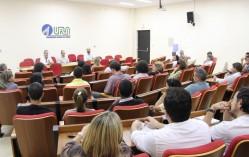 Reunião entre Proec, chefes de departamentos e coordenadores de curso, realizada em 27/5.