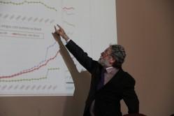 Em palestra na UFLA, o diretor da Scielo, Abel Packer, traçou um panorama dos periódicos em acesso aberto