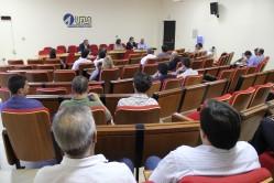 Reunião no Salão dos Conselhos para a apresentação do projeto elaborado por professores da UFLA