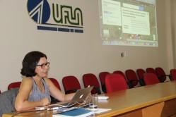Professor Ana Inês Sousa (UFRJ) apresentou na UFLA a experiência da UFRJ no processo de inclusão das atividades de extensão no currículo dos cursos de graduação