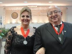 Os professores Luiz Antônio Bastos Andrade e Maria Laene Moreira de Carvalho são homenageados pelo Governo de Minas