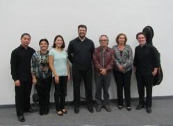 Músicos do quarteto acompanhados da gestora de projetos Culturais do Crea, Cristina Amorim; da professora da UFLA e inspetora do Crea-Lavras, Andrea Correa e do coordenador de Cultura da UFLA, professor Silvério Coelho