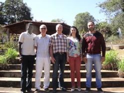 professores do DAG, intercambistas e professor Kreis em ambiente ao ar livre.