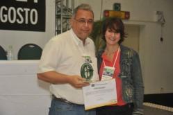 Professor Heitor Costa recebe o prêmio Best Paper durante Simpósio