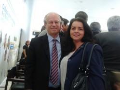 O ministro da Educação, Renato Janine, com a professora Joziana.