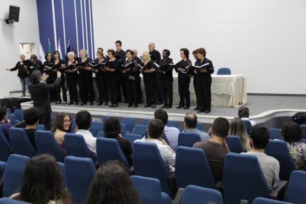 Participação especial do Coral Vozes do Câmpus - maestro Augusto Pimenta