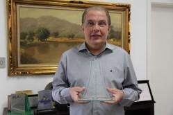 Reitor da UFLA, professor Scolforo, é homenageado com o Prêmio Empreendedor Ozires Silva 2015