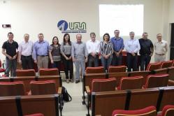 Reitores das duas instituições e equipe da elaboração do projeto durante reunião na UFLA