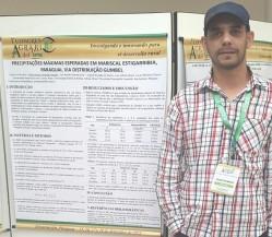 O estudante de pós-graduação Guido Gonzalez apresentou trabalho na forma de minicurso durante o evento