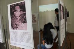 Painéis narram a biografia de Guimarães Rosa