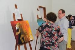 O reitor da UFLA, professor José Roberto Soares Scolforo, visitou a exposição logo após a abertura.