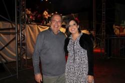 O reitor da UFLA, professor Scolforo, esteve no local para receber e prestigiar os artistas. Nesta foto, está com Eliza Meireles.