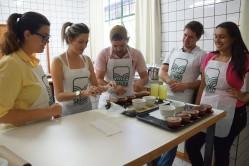 o curso tem o objetivo de apresentar os preparos de café, a influência de diferentes moagens, torras e preparos, e como esses elementos impactam na bebida.