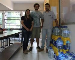 Membros do GEN recebem doações no Dep. de Biologia