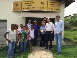 Professor André Royal em visita a Associação de Artesãos da Comunidade do Funil (ArteFunil), empreendimento assistido pela Incubacoop