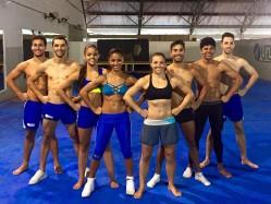 Marina e Cibele, no centro, agregam experiência à equipe de ginástica aeróbica