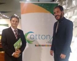 O prof. Alessandro (à dir.) acompanhado por Nelci Caixeta, coordenador de África, Ásia e Oceania da ABC.