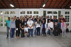 Pesquisadores, docentes e profissionais reunidos no lançamento do Gepecom.