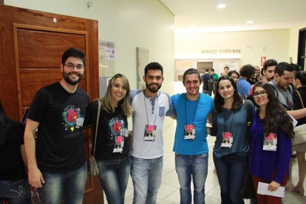 Equipe reunida com co-fundador do Hack Town, João Rubens