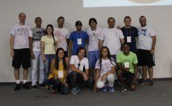 Professor Raoni com os voluntários e apoiadores do evento
