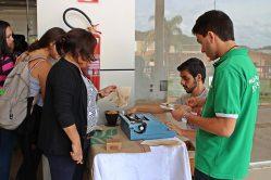 Escritor Carlos La Terza apresenta sua obra em filtros de café reutilizados