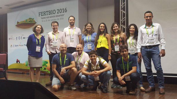 Com o grupo de professores e estudantes do PPGCS, durante Fertbio 2016, quando foi anunciada a conquista do prêmio internacional