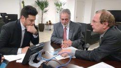 O ministro do Esporte, Leonardo Picciani, o deputado Carlos Melles e Scolforo: para novos projetos voltados ao esporte e consolidação e equipamentos para a Pista de Atletismo