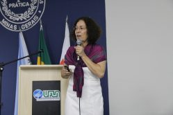 Professora Fátima Moreira, atual coordenadora do Programa: o desempenho é resultado da dedicação, interação e seriedade do grupo de docentes, discentes e técnicos